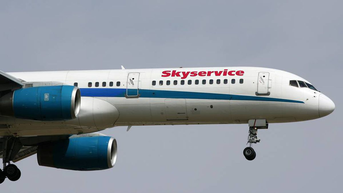 A Skyservice Airlines Boeing 757 jetliner