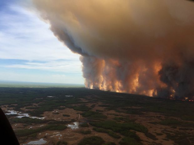 Favourable winds helping crews battle large wildfire threatening northern Alberta town