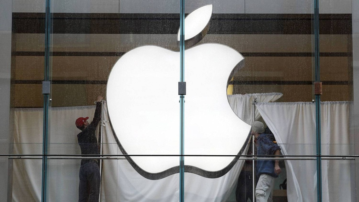 Staff members hang privacy drapes in the window during a temporary closure of the Apple shop in Boston, Massachusetts October 19, 2011.
