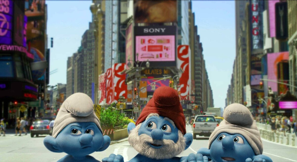 Grouchy, Papa and Clumsy Smurf in THE SMURFS.