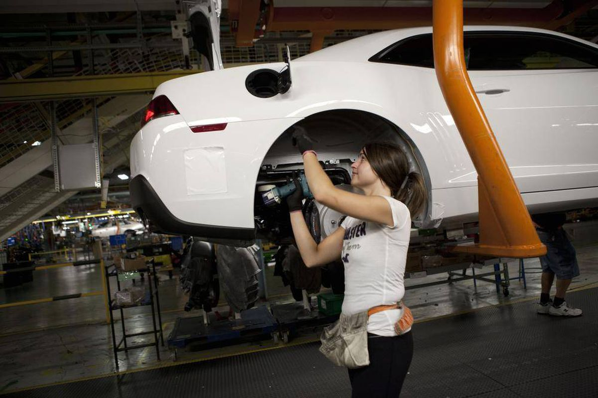 Gm Canada Agrees To Restore Retirement Health And Benefits
