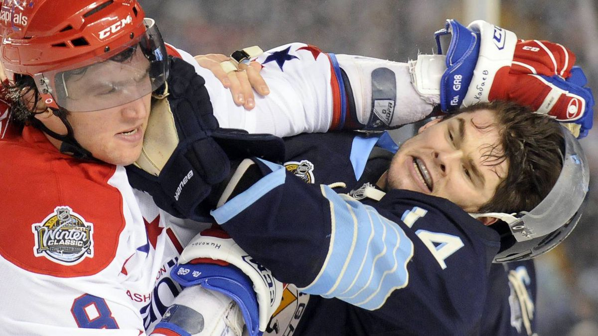 Pittsburgh Penguins left wing Chris Kunitz (14) and Alex Ovechkin (L) of the Washington Capitals fight during the third period of the the NHL's Winter Classic hockey game at Heinz Field in Pittsburgh, Pennsylvania January 1, 2011. REUTERS/Dave Denoma