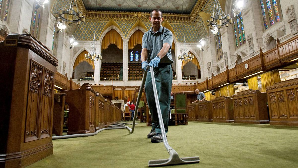 A janitor vacuums the House of Commons on Nov. 17, 2008 in preparation for the start of Parliament.