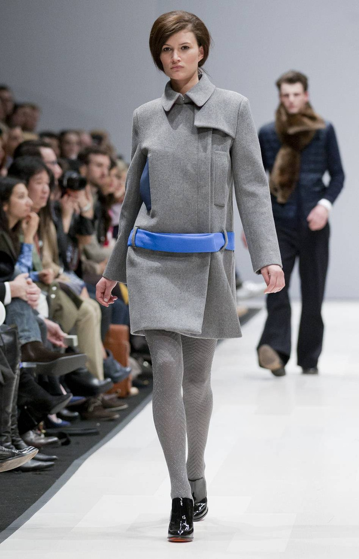 The palette stuck closely to traditional fall hues like navy, burgundy and burnt orange, but some pieces got an injection of bright colour from accessories, such as the blue neoprene belt on this grey topper.