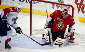 Ottawa Senators goalie Craig Anderson (41) makes a save in the second period against Florida Panthers at Scotiabank Place.