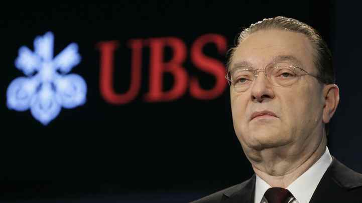 Photo taken on February 9, 2010 shows Oswald Gruebel, chief executive of Swiss Bank UBS taking part in the banks annual press conference in Zurich.