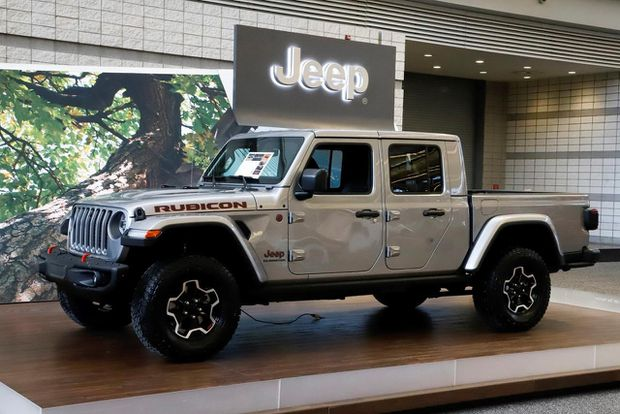 Review: Stacking up the new player: Comparing the Jeep ...