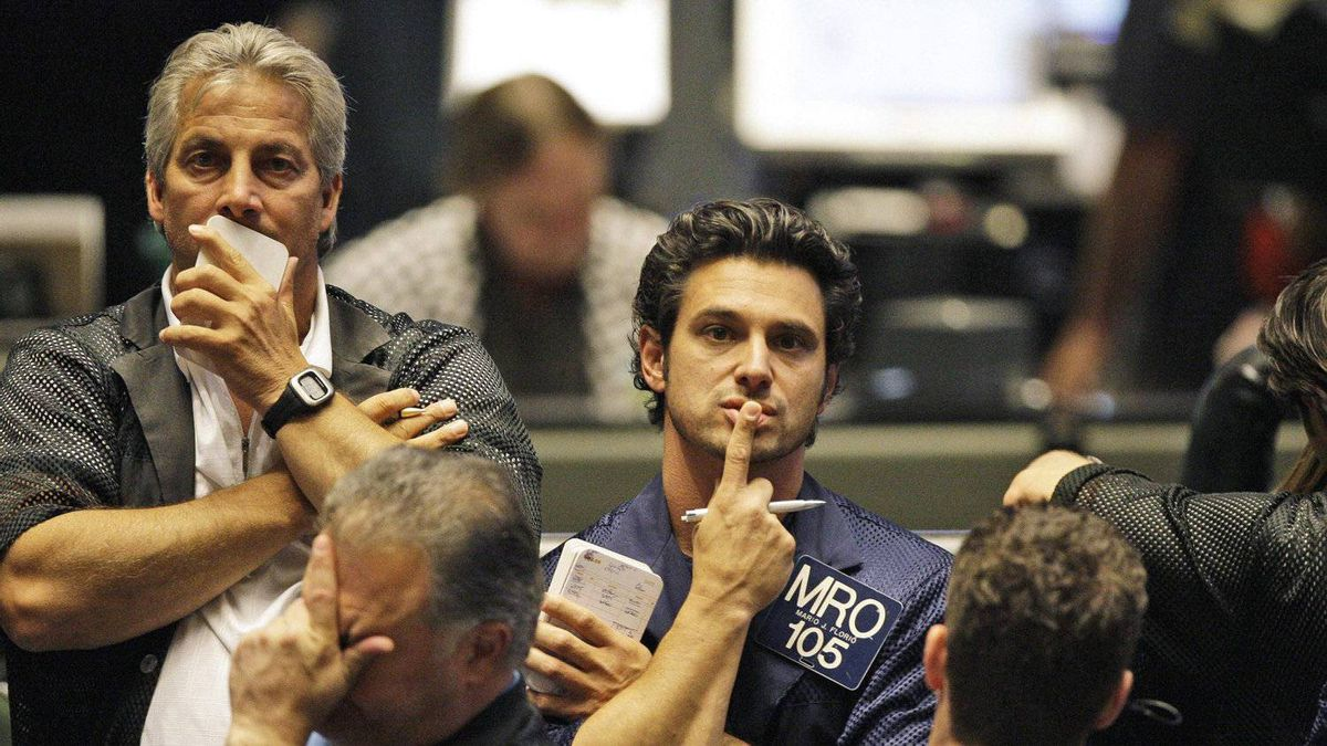 Traders at CME Group in Chicago. The grain futures clearinghouse is in the spotlight after the collapse of giant brokerage MF Global and the loss to farmers and other agri-businesses of up to $1.2-billion (U.S.).