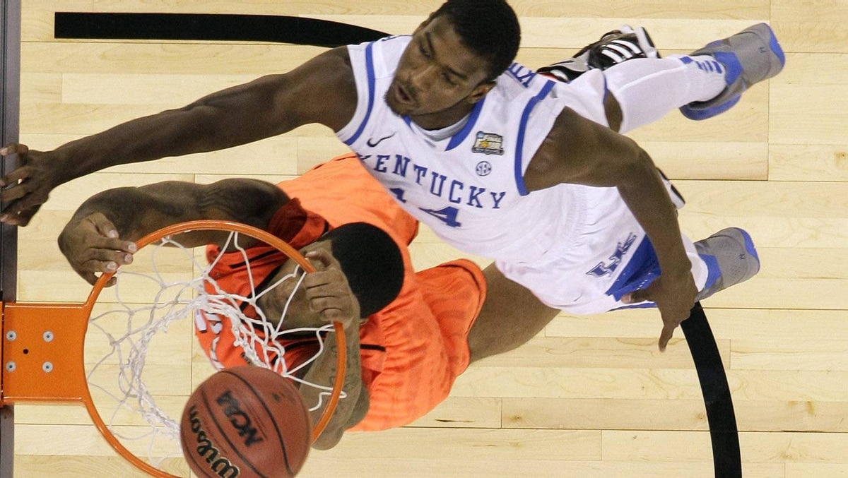 Louisville's Chane Behanan looks to dunk the ball in front of Kentucky's Michael Kidd-Gilchrist, right, during the first half. (AP Photo/Mark Humphrey)
