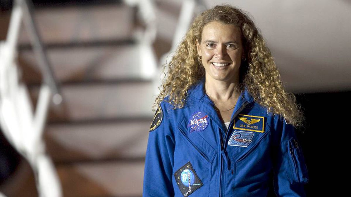Canadian Space Agency astronaut Julie Payette smiles after arriving with the crew of space shuttle Endeavour at the shuttle landing facility in Cape Canaveral, Florida June 8, 2009.