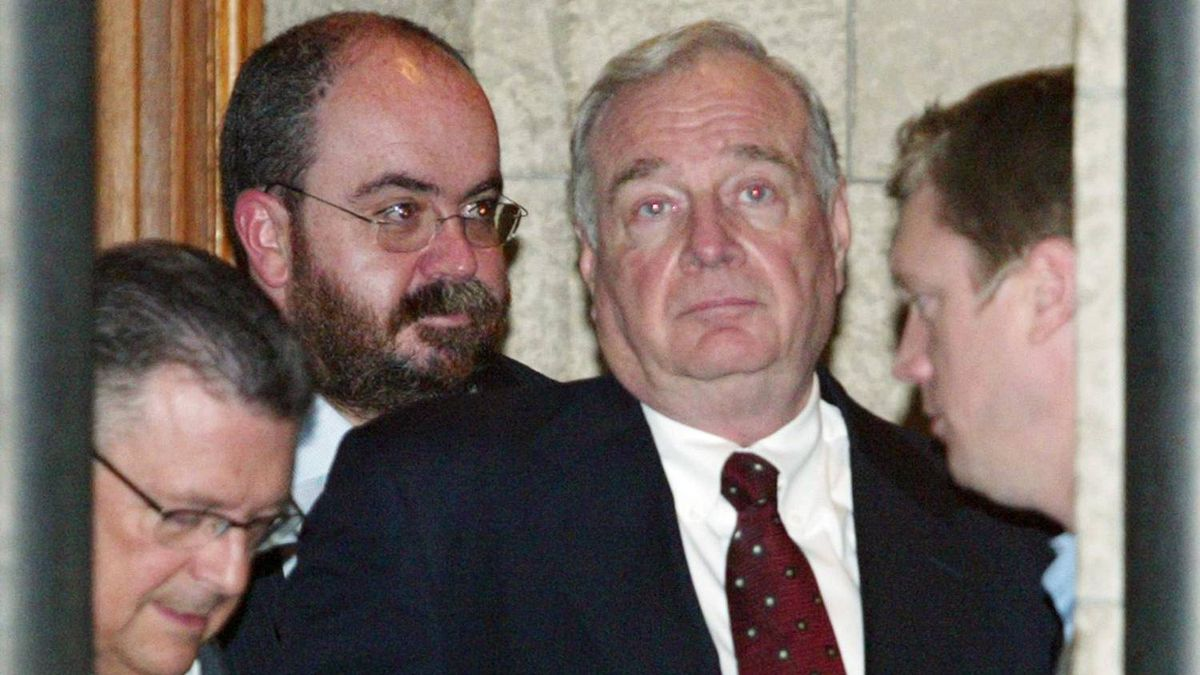 Mario Lague leaves a cabinet meeting with then-prime minister Paul Martin on May 6, 2004.