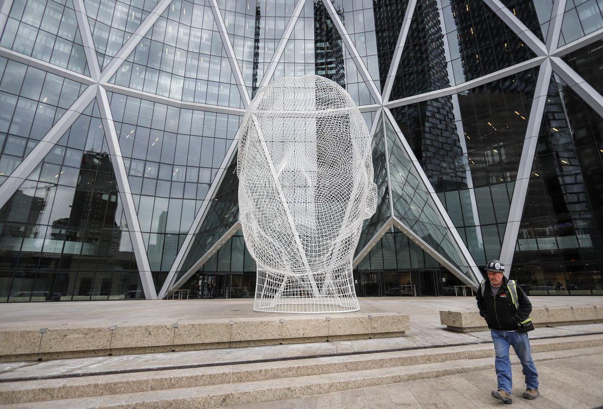 As Encana planned its move, U.S. stockholders fled