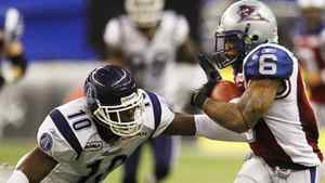 The Toronto Argonauts have re-signed veteran linebacker Willie Pile. In this file photo, Montreal Alouettes Avon Cobourne (R) avoids the tackle of Pile during the second half of their CFL East Division final football game in Montreal, November 21, 2010. REUTERS/Shaun Best