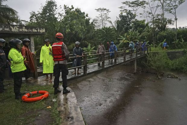 Indonesia flood claims lives of six students; five go missing