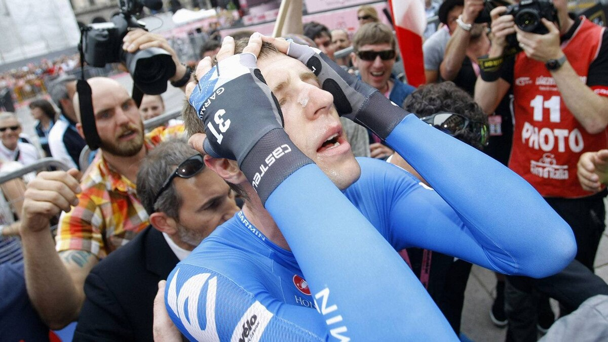 Ryder Hesjedal of Canada celebrates after winning the Giro d'Italia cycling race in Milan, May 27, 2012.