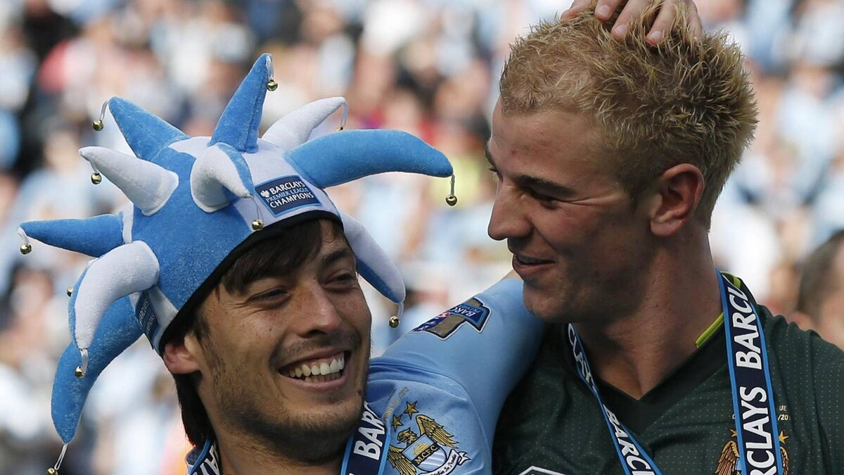 Manchester City's David Silva (L) and Joe Hart celebrate winning the English Premier League following their soccer match against Queens Park Rangers at the Etihad Stadium in Manchester, northern England, May 13, 2012. REUTERS/Phil Noble
