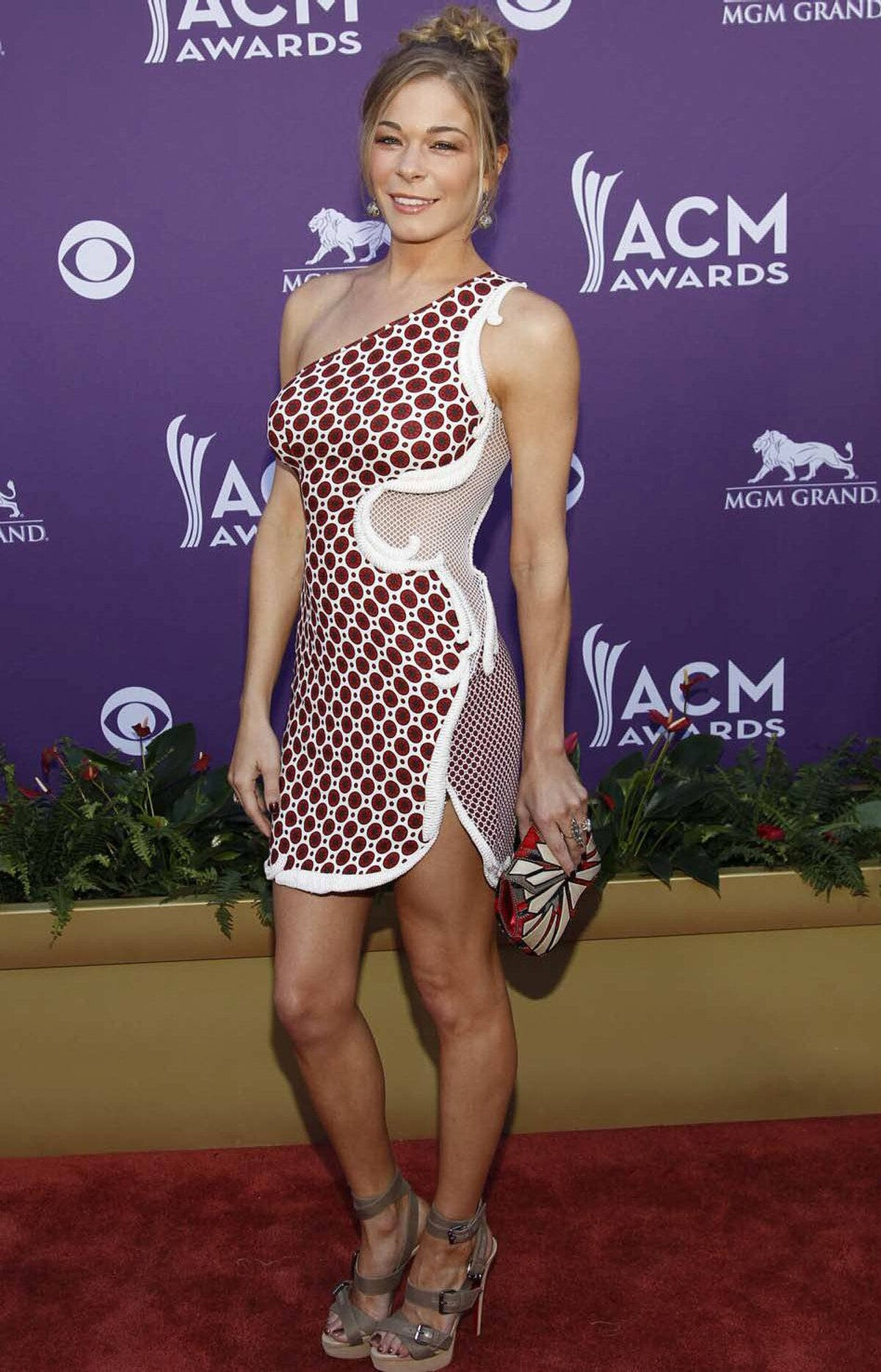 LeAnn Rimes was also stunningly successful at turning a deaf ear to the pleas of her fashion advisors at the Academy of Country Music Awards in Las Vegas on Sunday.