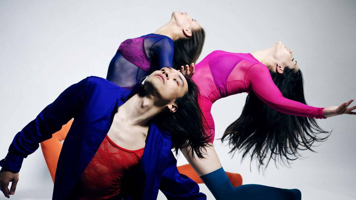 Transmigration Kaha:wi Dance Theatre (KDT) is one of Canada's leading contemporary dance companies