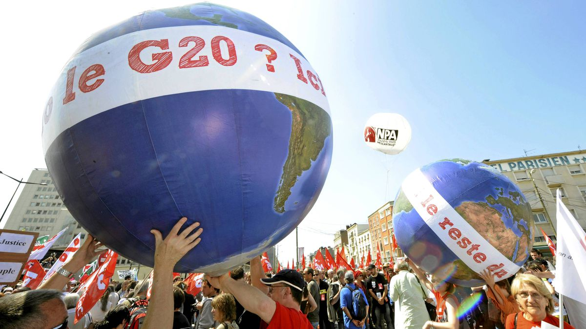 Anti-G8 activits hold globes reading 'Hello G20? This is the rest of the world' as they take part in a demonstration on May 21 in Le Havre in northwestern France.