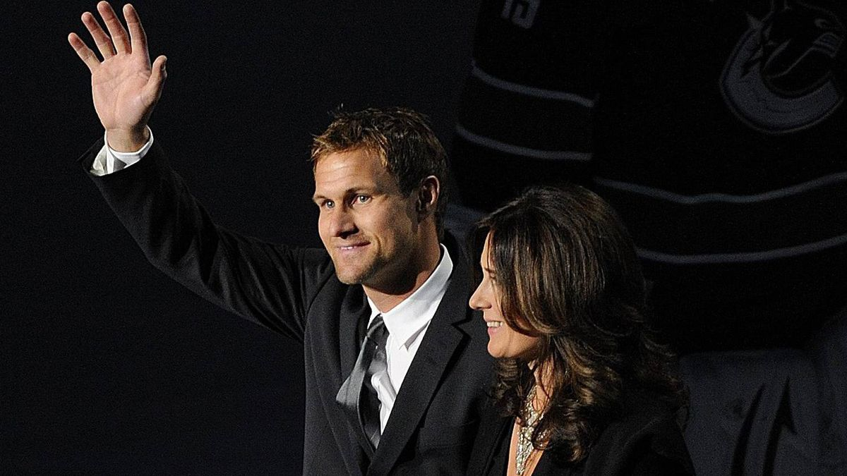 Vancouver Canucks former team captain Markus Naslund and his wife Lotta walk to centre ice ice during a ceremony celebrating the retirement of Naslund's number at the Rogers Arena in Vancouver on Saturday, Dec 11, 2010. THE CANADIAN PRESS/Christopher Morris