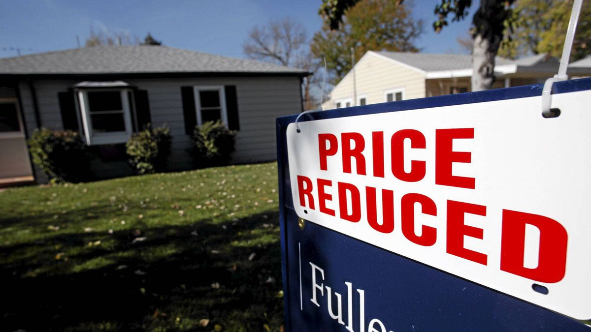 The U.S. economy and housing market are caught in a vicious circle, where the uncertainty in either further weakens the other.