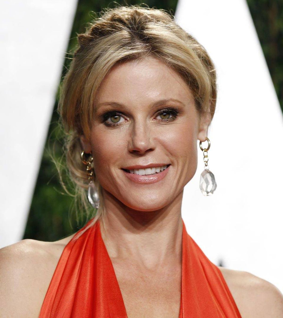 Ty Burrell's sheer star power gives co-star Julie Bowen a temporary lazy eye.
