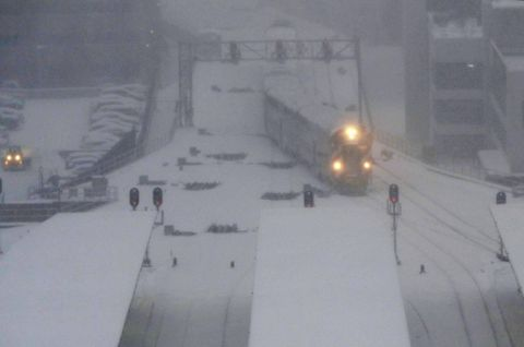 Thousands of air travelers delayed as snowstorm hits upper Midwest