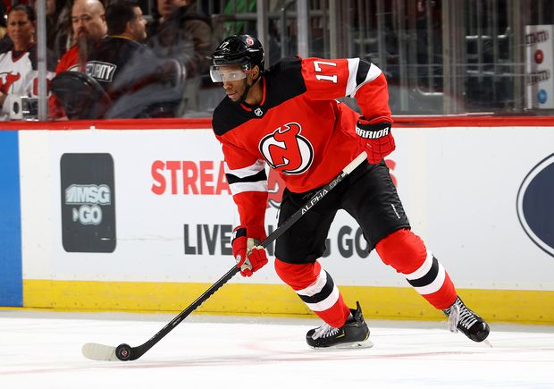 Maple Leafs Sign Defenceman T J Brodie Gritty Winger Wayne Simmonds In Free Agency The Globe And Mail