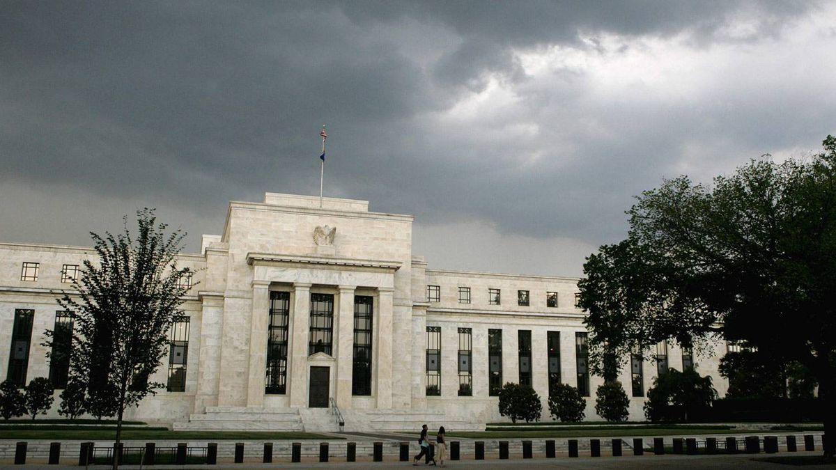 Storm clouds gather over the U.S. Federal Reserve Building before an evening thunderstorm in Washington in this June 9, 2006 file photo.