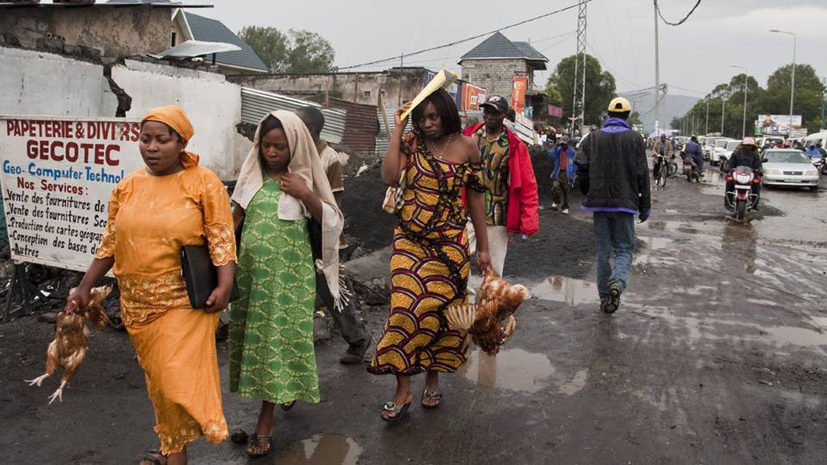 The mayor of Goma has ordered the demolition of buildings along one of the city's main roads, forcing people to rebuild their homes and businesses. (Photo: Erin Conway-Smith)