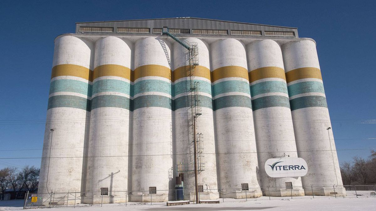 'Companies like Glencore have different avenues of marketing than Viterra has,' Agriculture Minister Gerry Ritz said on Monday.