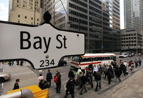 TSX slips, but heading for 6 pct gain in…