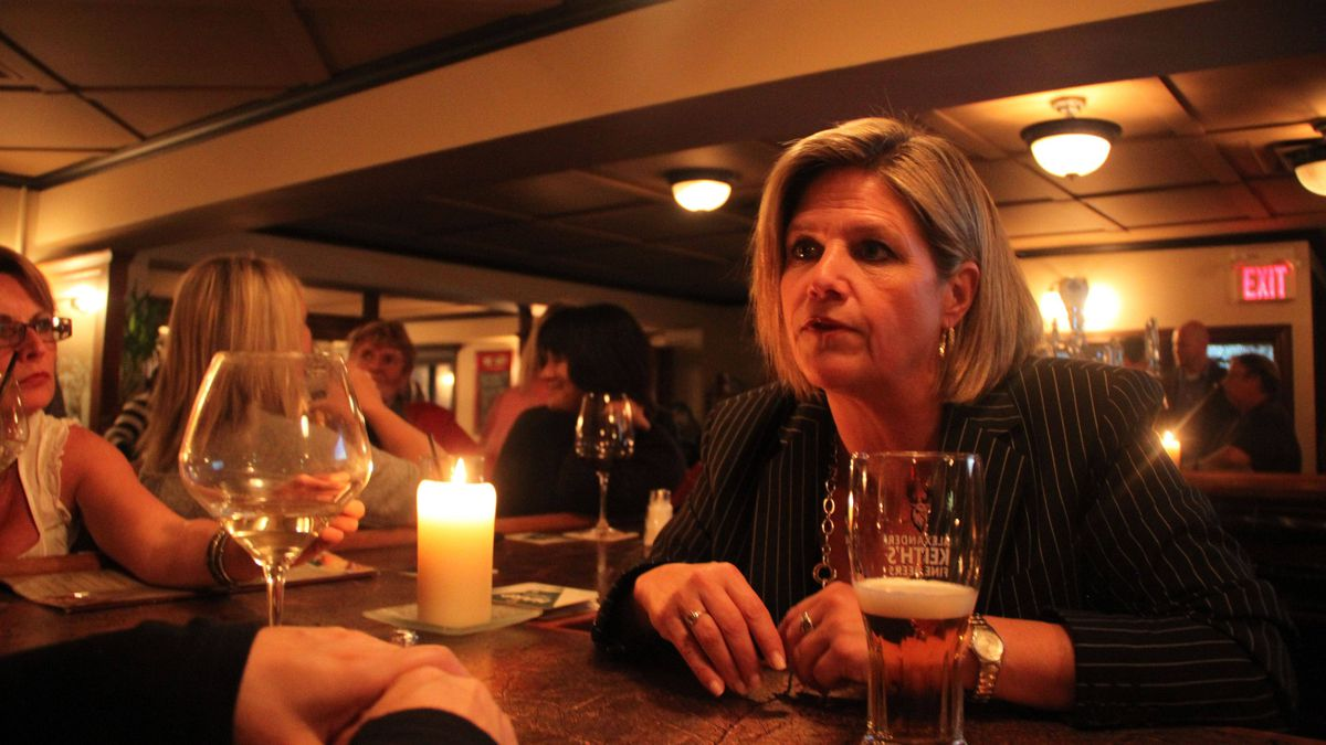 Ontario NDP leader Andrea Horwath talks to patrons while campaigning in North Bay, Ont.