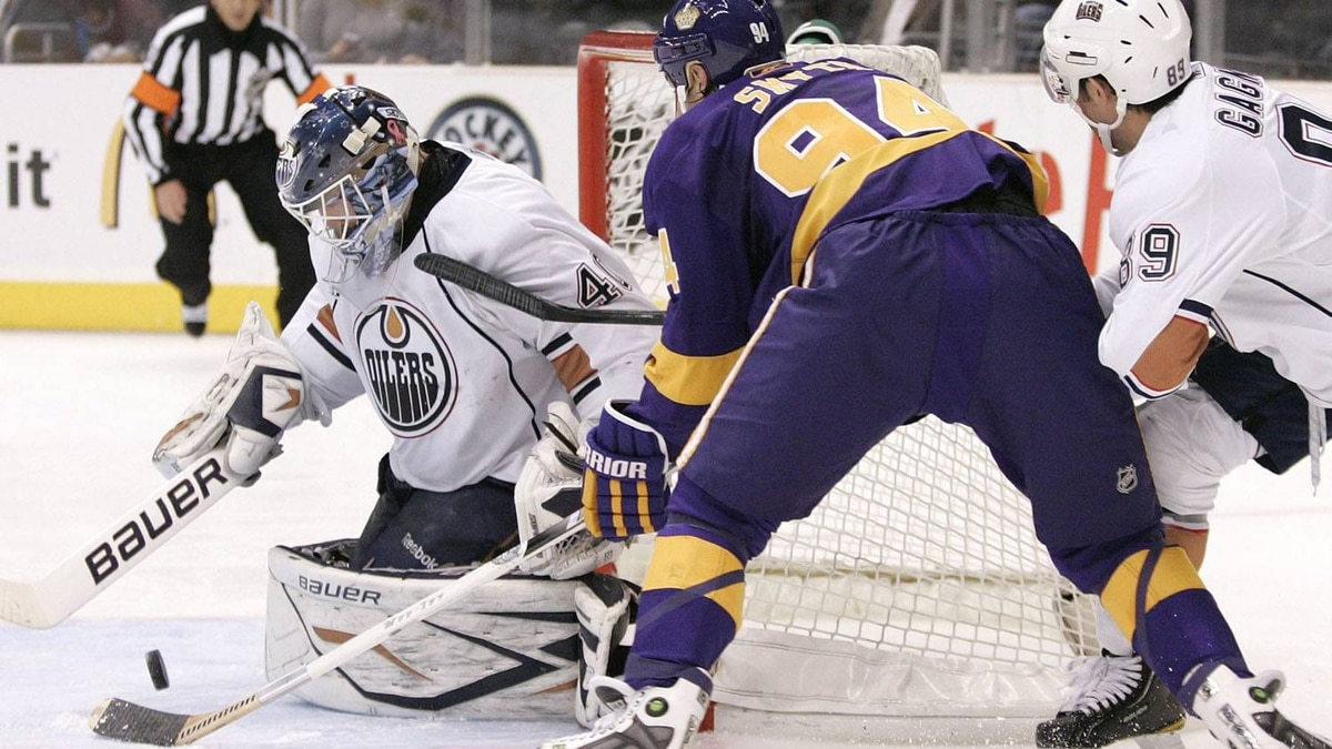 Edmonton Oilers goalie Devan Dubnyk stops a shot by Los Angeles Kings left wing Ryan Smyth