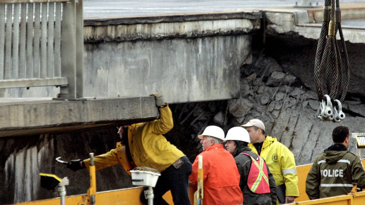 An inspection teams examines a collapsed overpass in Montreal on in October, 2006. A leaked government report has found widespread corruption in Quebec construction contracts.