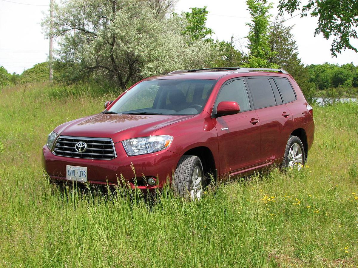 The Toyota Highlander V6 Sport comes nicely equipped.