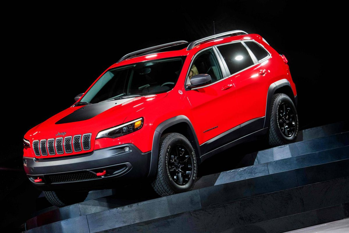 jeep unveils revamped cherokee compact suv to compete in hot u s market the globe and mail. Black Bedroom Furniture Sets. Home Design Ideas