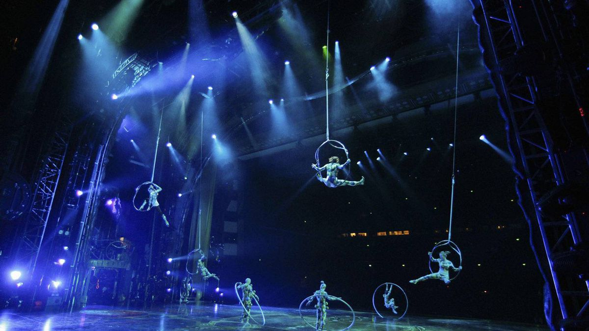 Performers from Cirque Du Soleil take part in a dress rehearsal of the show Zarkana in Moscow's Kremlin Palace.