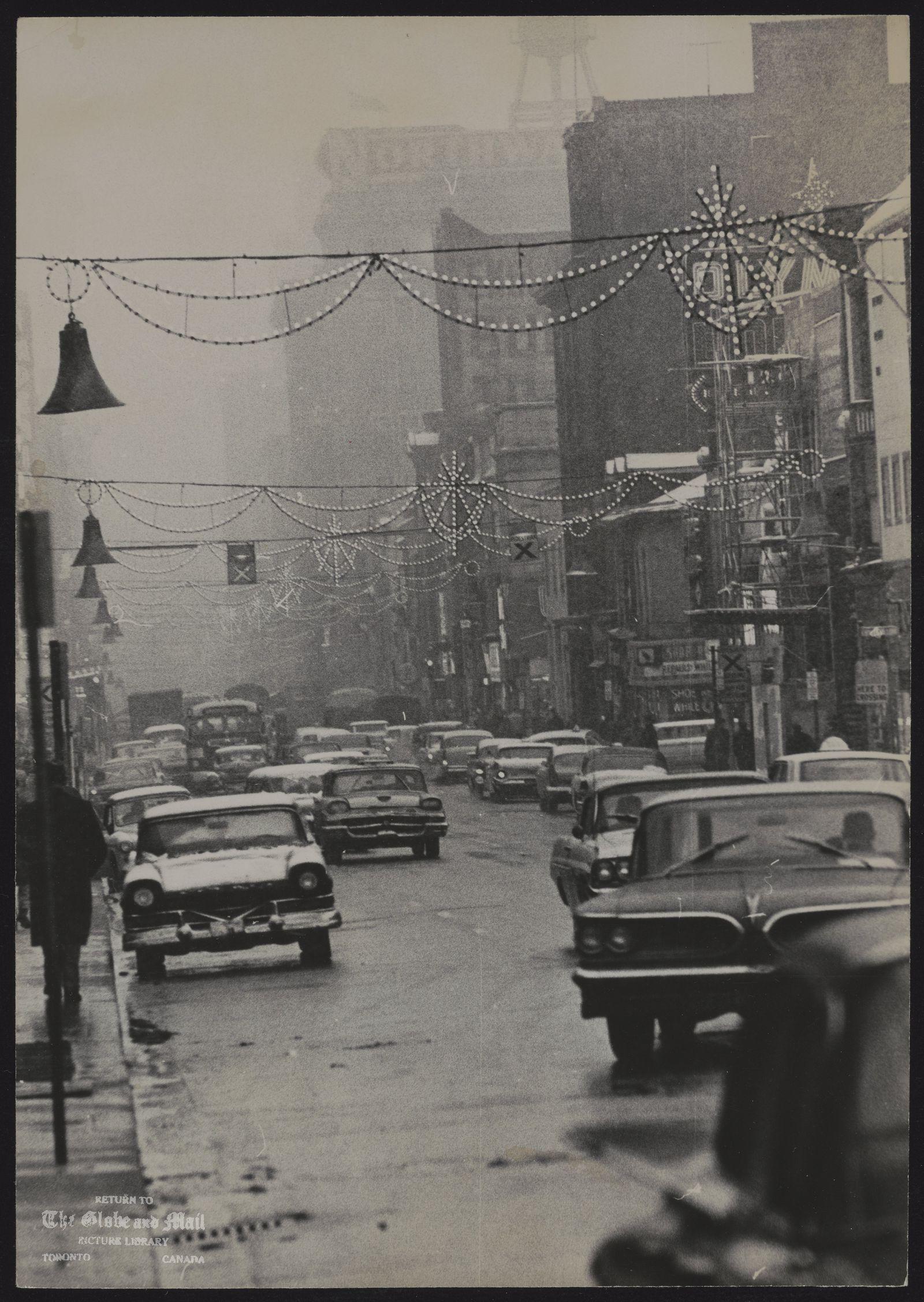 YONGE STREET (Toronto) The days before Christmas