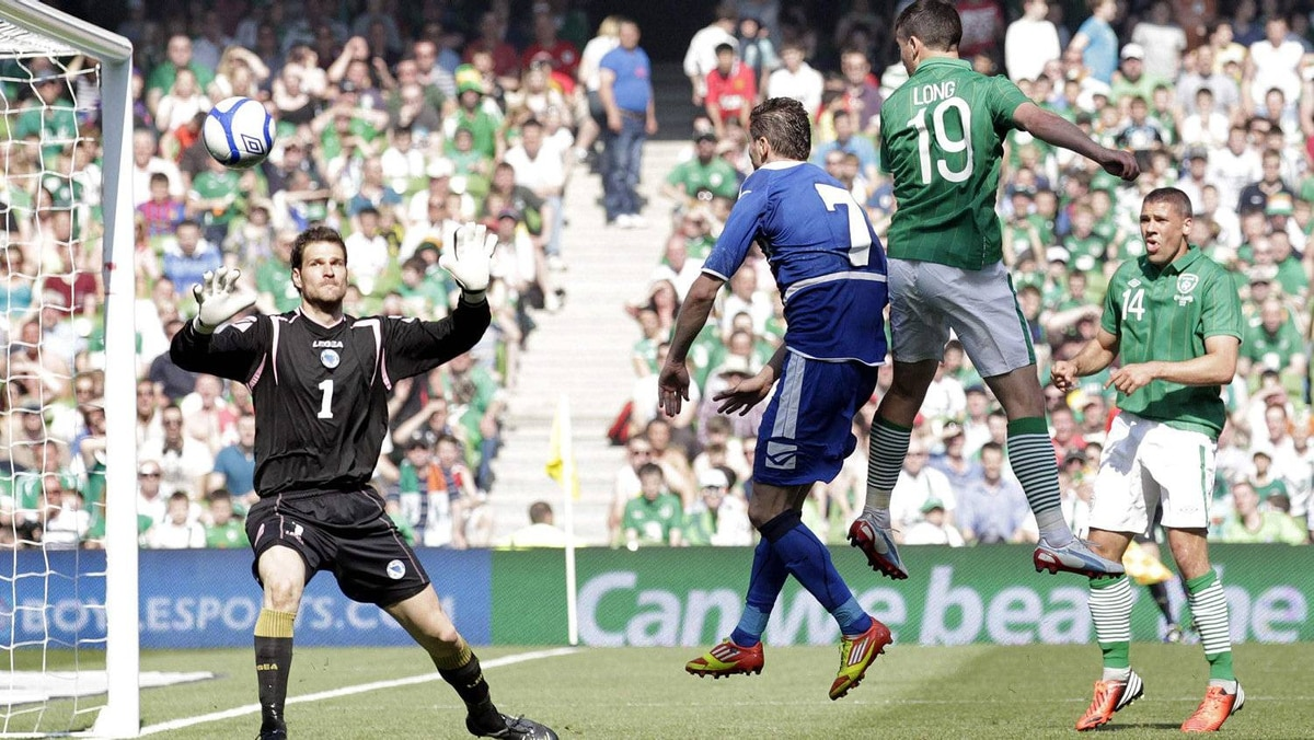 Ireland's Shane Long (19) heads a goal against Bosnia and Herzegovina during a friendly international soccer match at the Aviva Stadium in Dublin May 26, 2012. Ireland won 1-0. REUTERS/Cathal McNaughton