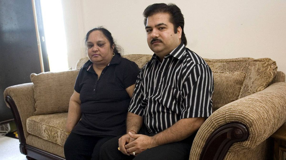 Dinesh Kumar, seen with his wife, Veena, in 2008, pleaded guilty to murder in the death of his son 1992. The Crown will drop the case against him.