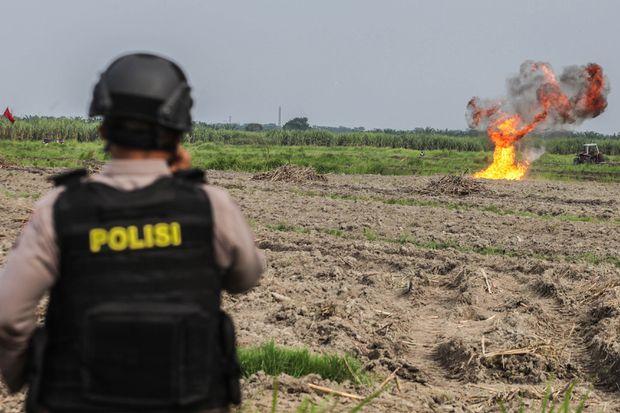 Indonesian police arrest 43 suspected militants after suicide attack