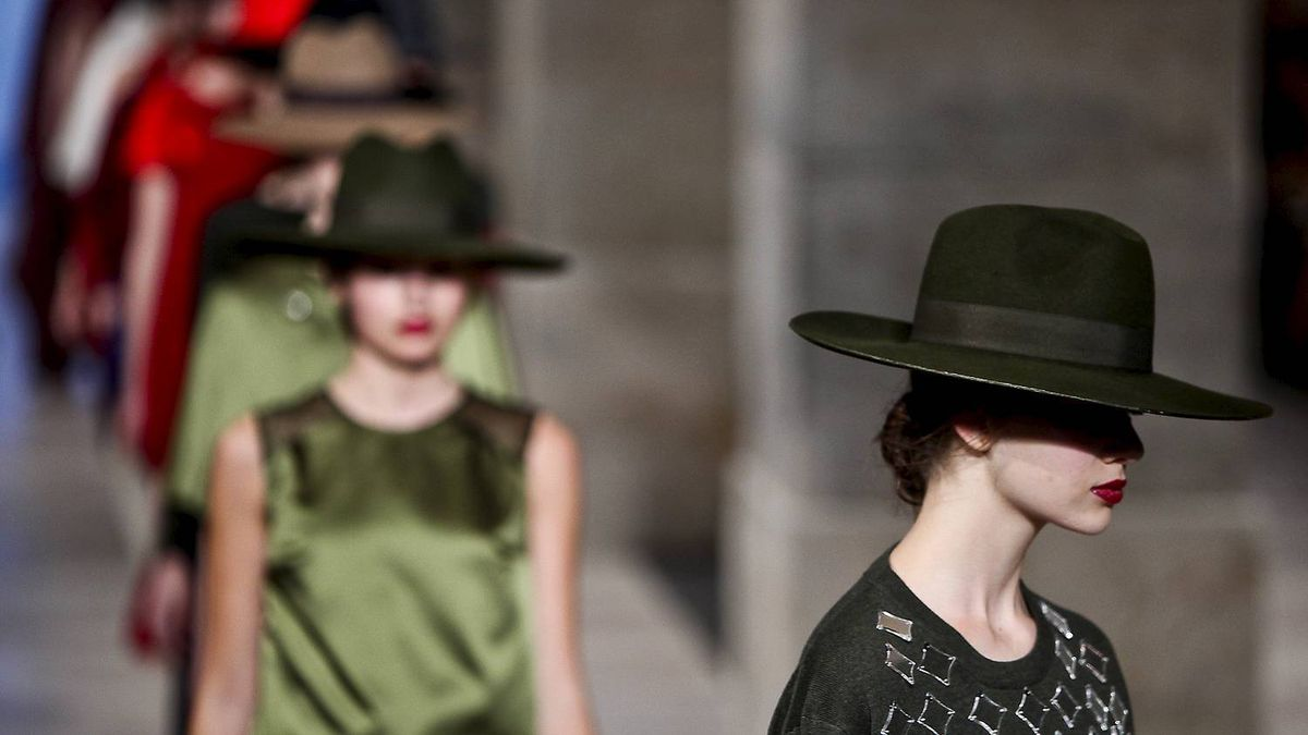 A model displays an Autum/winter 2012 creation by Portuguese fashion designer Alves/Goncalves during the 36th Edition of Moda Lisboa at Patio da Gale, Terreiro do Paco Square in Lisbon on March 10, 2011.