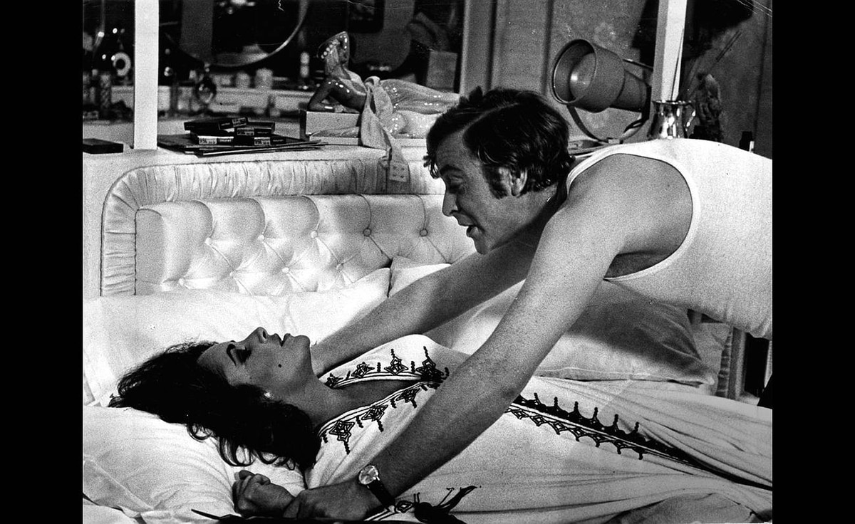 Elizabeth Taylor and Michael Caine in X, Y and Zee, 1972.