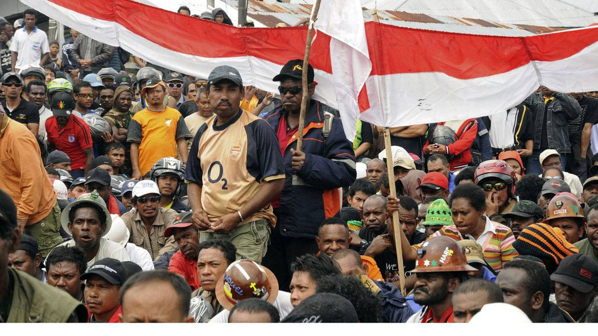 Papuan workers of mining giant Freeport-McMoRan have agreed to a 37-per-cent pay increase over two years, with an initial 24-per-cent rise on Jan. 1, the remainder coming a year later.