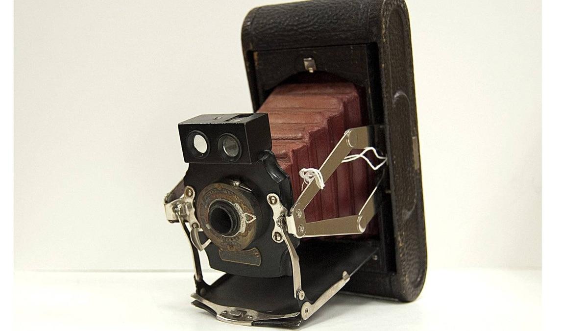 Kodak No.1A Folding Pocket Camera, Model B Produced around 1905-1906, one of many folding camera designs Kodak patented in the mid-1890s.