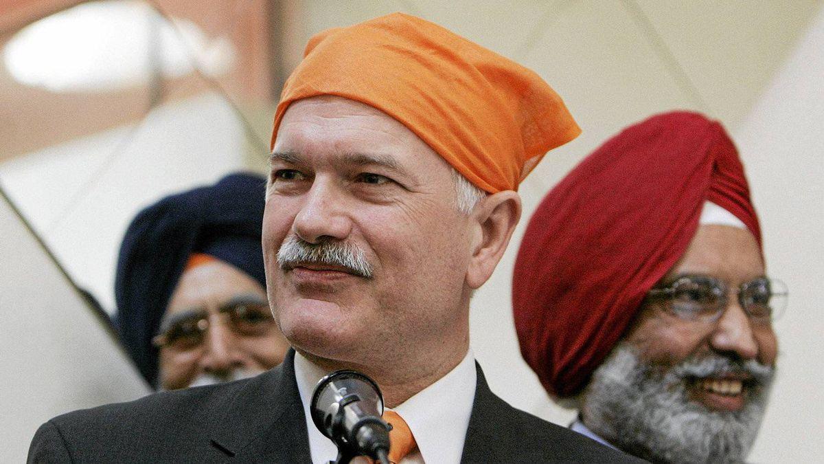NDP Leader Jack Layton speaks to members of the Gurdwara Sahib Sikh temple in Vancouver on April 14, 2007.