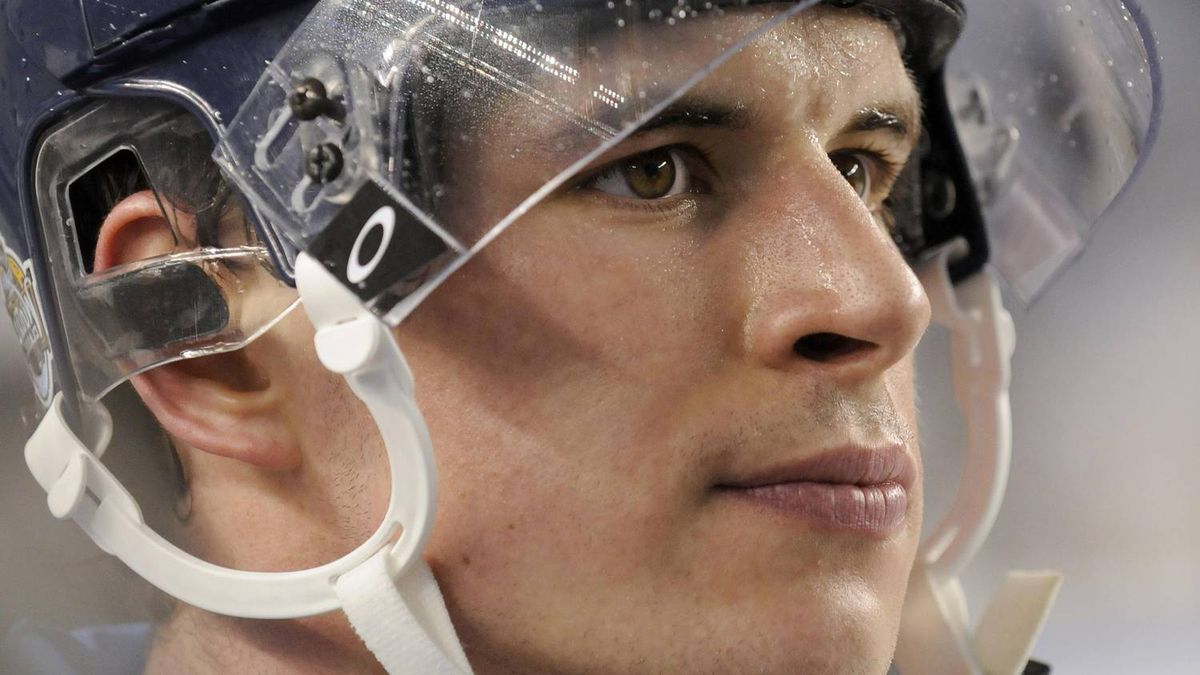 Sidney Crosby of the Pittsburgh Penguins walks off the ice after losing to the Washington Capitals in the NHL's Winter Classic hockey game at Heinz Field in Pittsburgh, Pennsylvania January 1, 2011. REUTERS/Dave Denoma