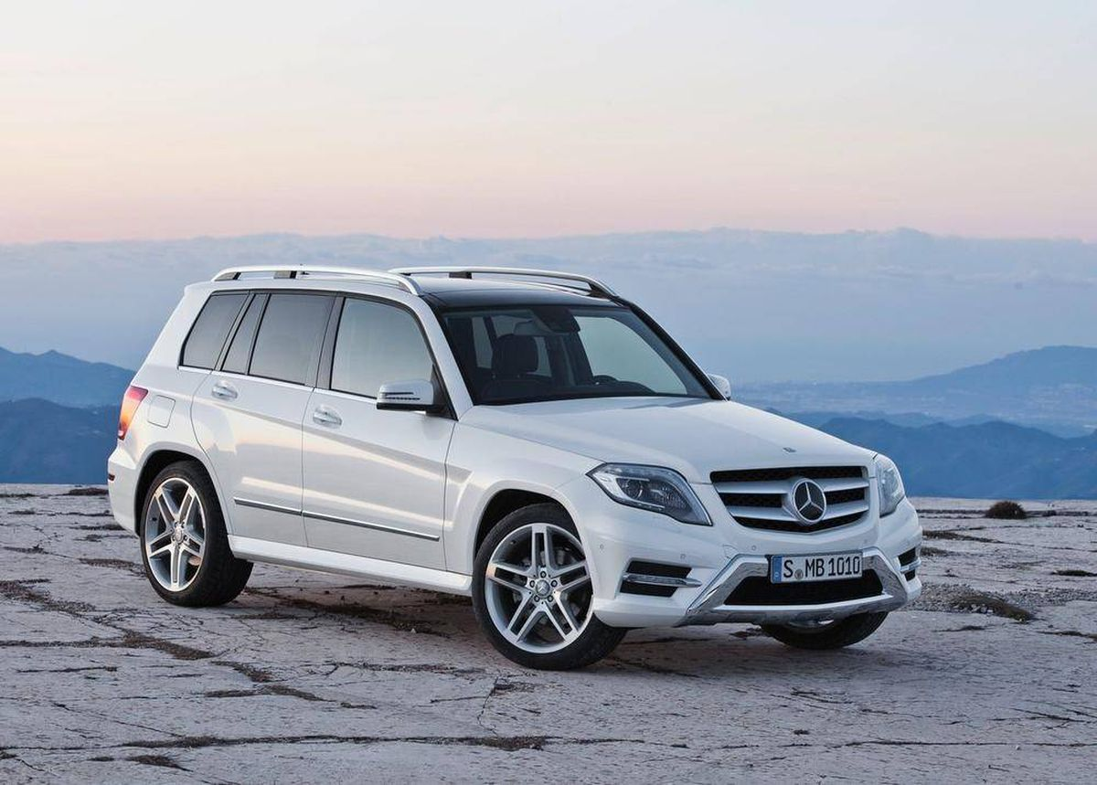 comfortable mercedes crossover popular for a reason the globe and mail. Black Bedroom Furniture Sets. Home Design Ideas