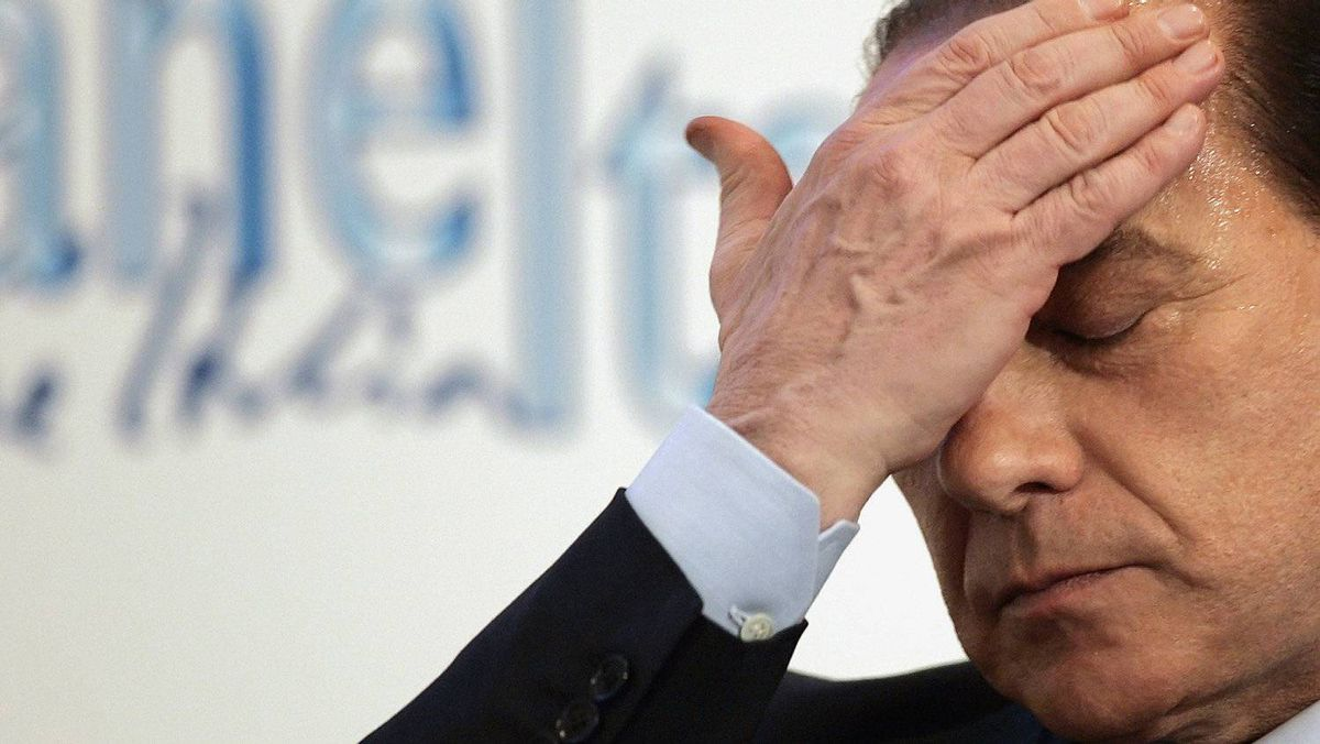 Iralian Prime Minister Silvio Berlusconi lost his parliamentary majority at a key vote on Tuesday.
